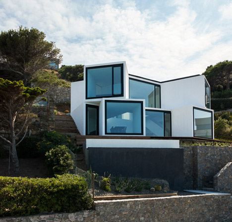 Sunflower-House-Cadaval-Sola-Morales_dezeen_468_17