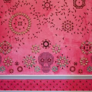 Wonder_Bug-covered-walls_Smithsonian-Renwick-Gallery_Jennifer_Angus_dezeen_1568_4