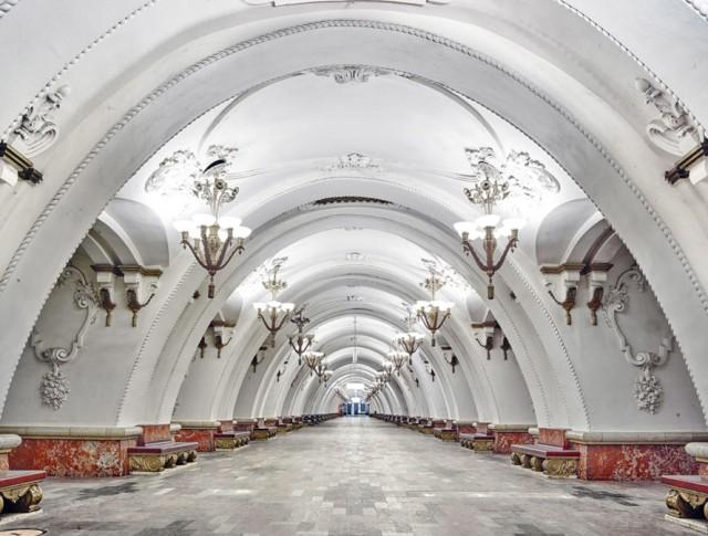 Arbatskaya-Metro-Station-Moscow-Russia-889x675