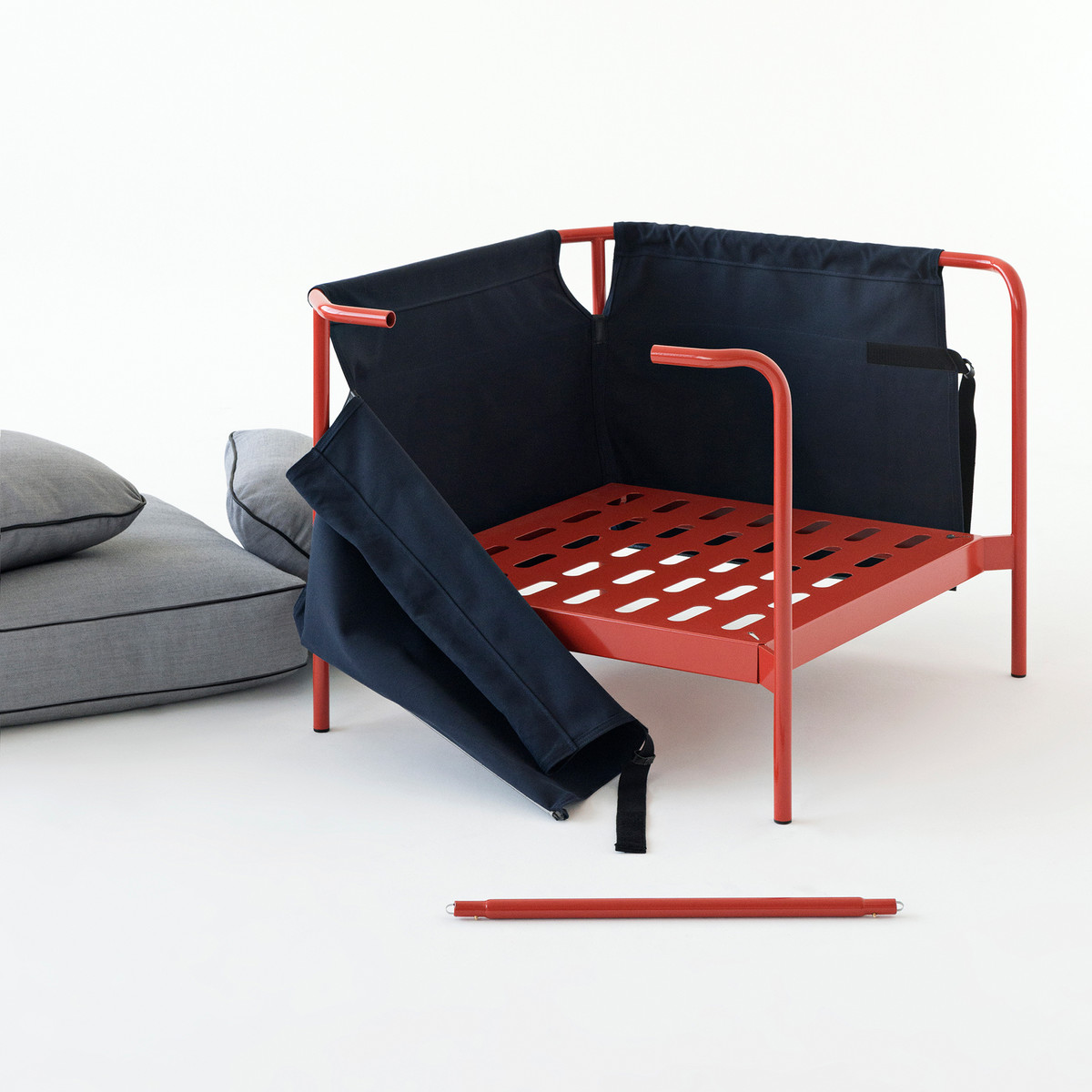Hay-Can-Sessel-rot-Canvas-blau-Canvas-grau-Aufbau-1