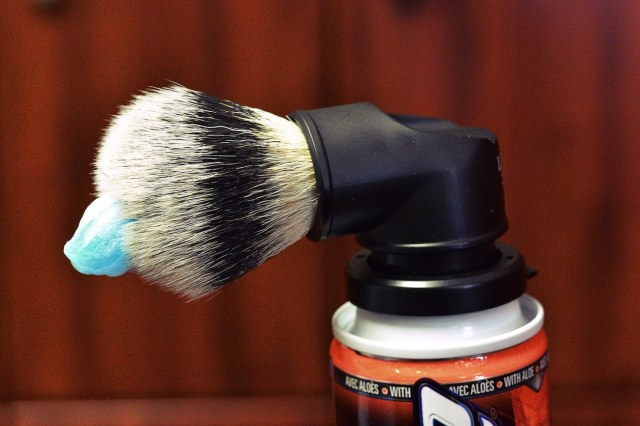 Evolution-Shaving-Can-Shave-Brush-03