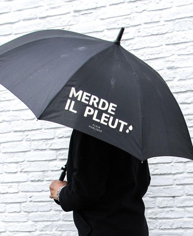 merde_il-pleut-paraplu-met-tekst-plein-publique.jpg