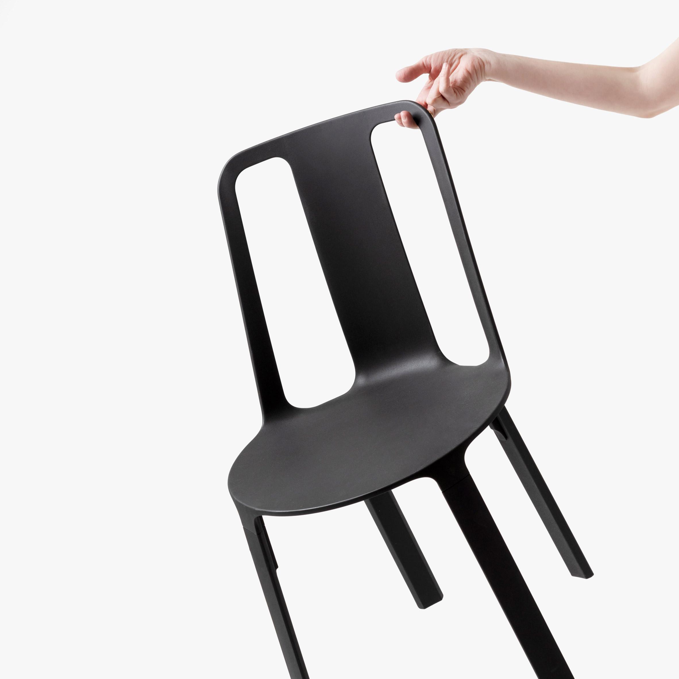 Vela-chair_dezeen_sq2.jpg