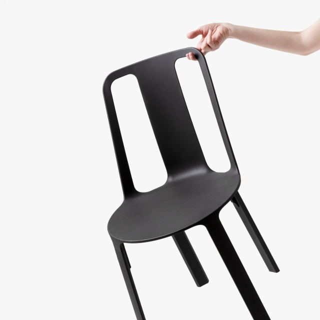 Vela-chair_dezeen_sq2.jpg